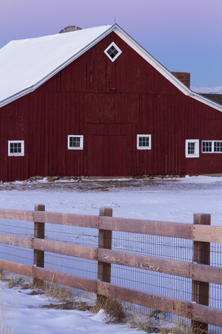 http://www.dreamstime.com/stock-image-old-red-barn-image28286301